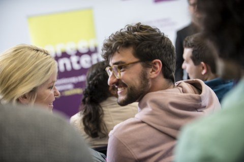students during alumni career event